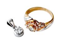 受け継いだジュエリーが婚約指輪に蘇ります。