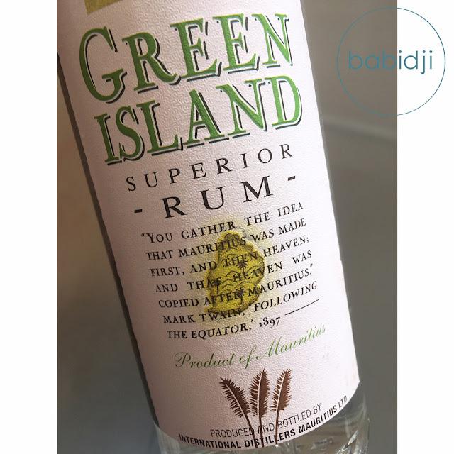 bouteille de rhum mauricien green island en gros plan