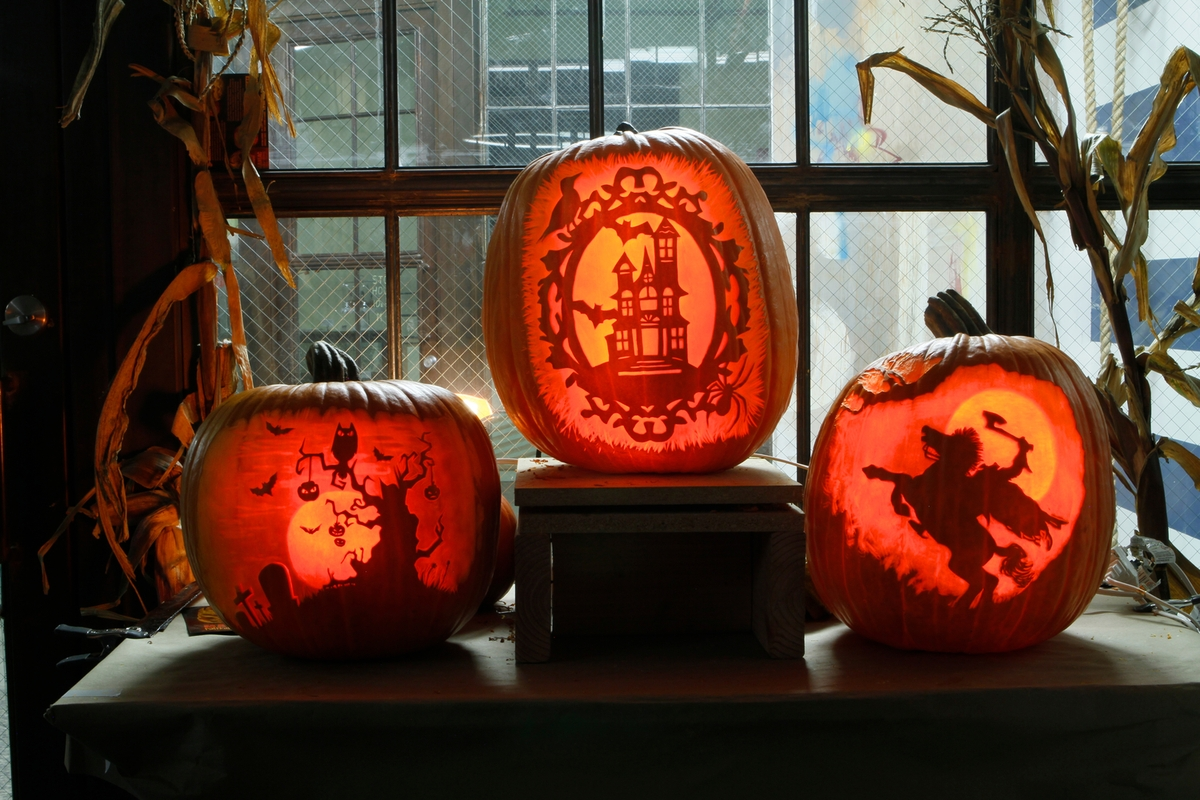09-Happy-Halloween-Maniac-Pumpkin-Carvers-Introduce-Halloween-www-designstack-co