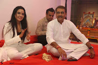 Sachin Tendulkar with his wife at Mata ka Jagrata hosted by Anu Malik 39.JPG