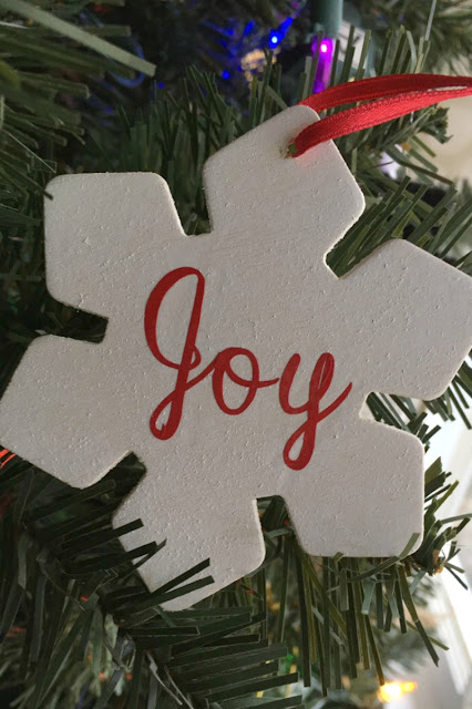 Today I am sharing an easy wooden snowflake Christmas ornament along with a crafty box giveaway.