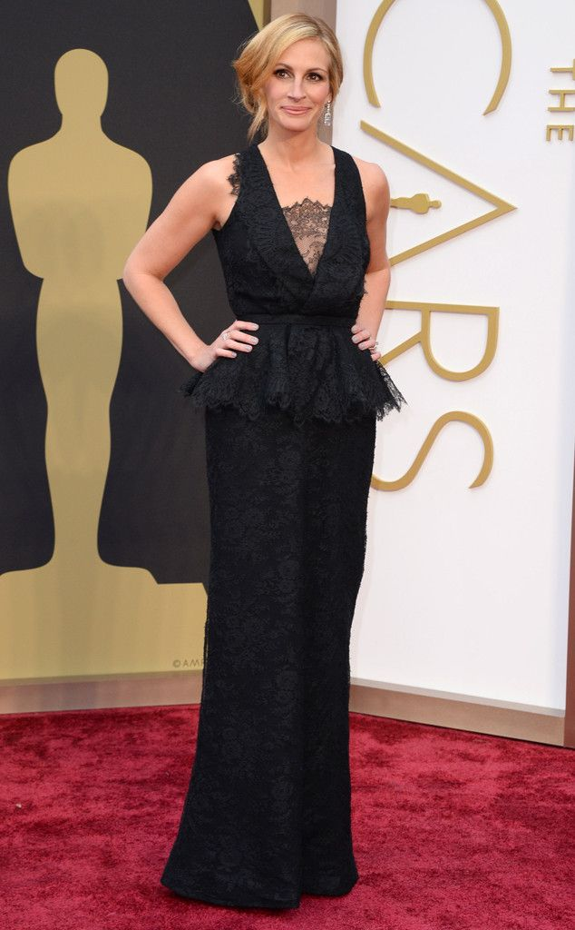 the pretty women, Julia Roberts in a pretty black and lace Givenchy gown at the Oscars 2014