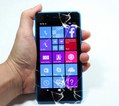 Thay mat kinh Lumia 540 gia re tai ha noi