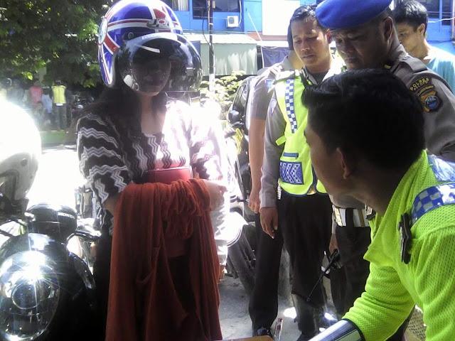 'Jual' Nama Wartawan, Oknum Mahasiswi Palopo Ini Tetap Ditilang