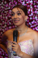 Hansika Motwani Sizzles in a Deep neck Sleevless Pink Gown at Zee Telugu Apsara Awards 2017 09.JPG