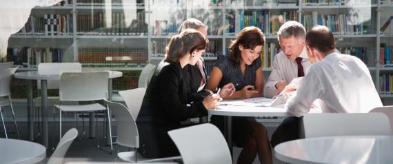 8 πράγματα που οι έξυπνοι άνθρωποι δεν αποκαλύπτουν ποτέ στη δουλειά
