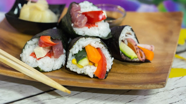 роллы, суши, кухня японская, закуски, приготовление роллов, блюда из морепродуктов, закуски из морепродуктов, блюда из риса, блюда из рыбы, рецепты кулинарные, про роллы, про суши, техника приготовления суши и роллов, как сделать роллы своими руками,