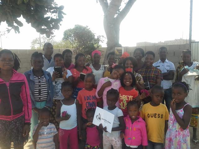 Foto de Familia da Igreja Amor Eterno Maputo