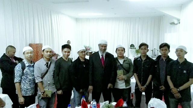 Allahu Akbar! 19 Orang Ini Mantap Masuk Islam Pada Acara Dr Zakir Naik di Bekasi