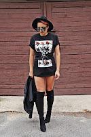 http://www.karyn.pl/2017/09/t-shirt-z-nadrukiem-i-gorsetowy-pasek.html