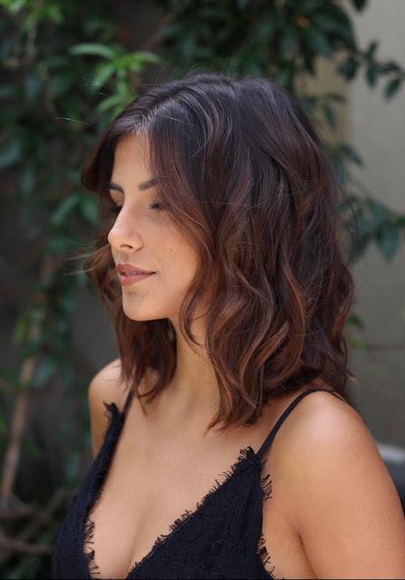 Está super na moda mudar de visual, afinal quem não quer ficar ainda mais linda! O cabelo é algo incrível, pois qualquer corte, dá para se notar muita diferença. Os cortes que estão muito na moda são os mais curtos, que te deixam mais a vontade. mas que não saem da moda nunca. Os cortes são muitos e você pode escolher com o qual mais se identifica. Muitas blogueiras, atrizes, cantoras... aderiram a esses novos cortes de cabelo. Vem conhecer essa 10 ideias incríveis.