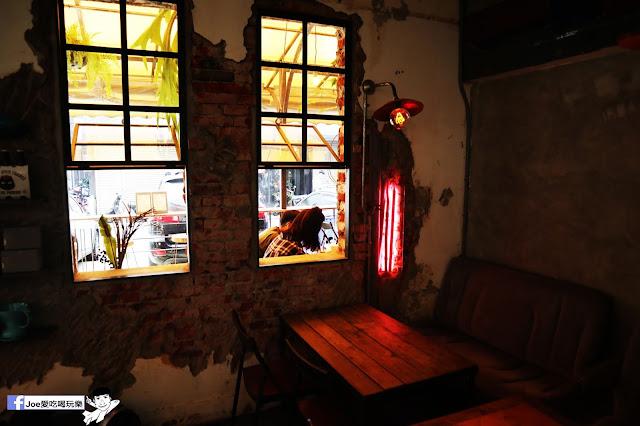 IMG 4764 - 【新竹美食】弄點咖啡COFFEE BAR -位於大遠百巷弄間的老屋咖啡廳,來這裡可以享受都市間的寧靜,甜點、飲品擺盤做工都非常的講究,價格也相當親民!