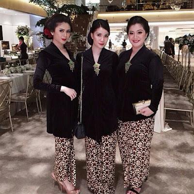 Model Kebaya Batik Kutubaru Bludru Hitam