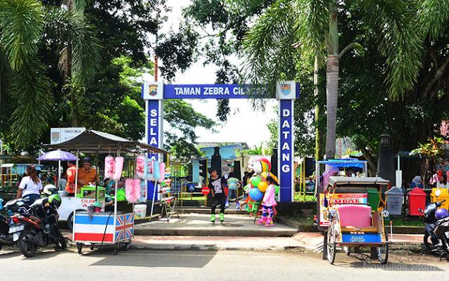 Gerbang masuk ke Taman Zebra Cilacap