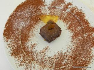 Ζουμερό κέικ ως βάση για παγωτό