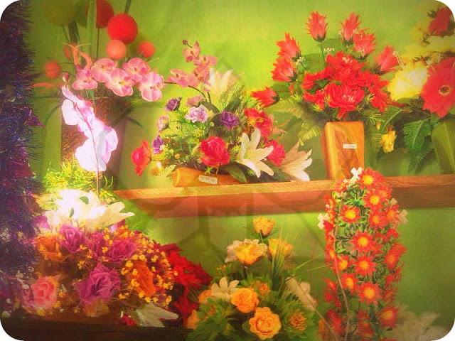 Ronaldo juga menambahkan bahwa tokonyapun memudahkan pembeli dengan menempelkan harga bunga pada pot-pot bunga masing-masing.