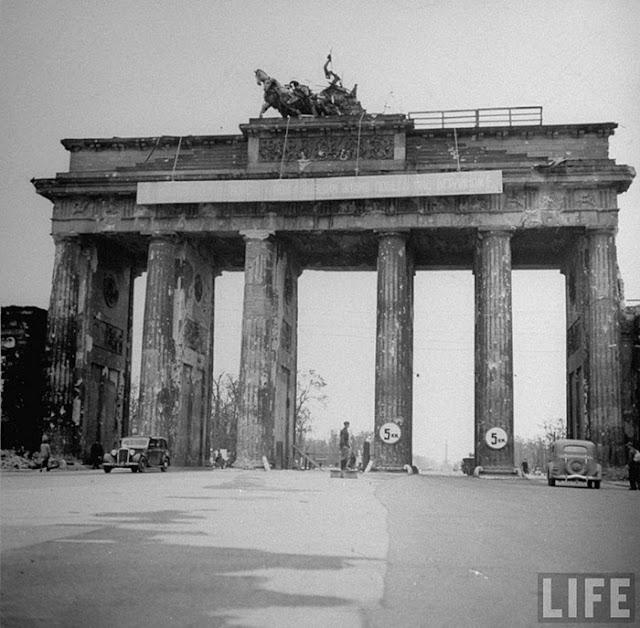old photos of berlin after world war ii vintage everyday. Black Bedroom Furniture Sets. Home Design Ideas