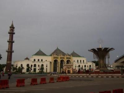 masjid agung palembang dan tugu 0 km palembang