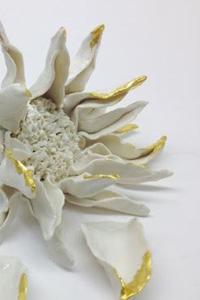 """Pascale Morin/By Rita : Fleur de tournesol """"3 pétales"""" - """"Après Fantin-Latour"""", Exposition de produits dérivés inspirés par l'univers du peintre Henri Fantin-Latour, Galerie de la Marraine"""