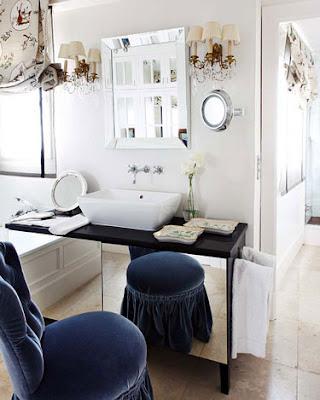vanity in black and white via belle vivir blog