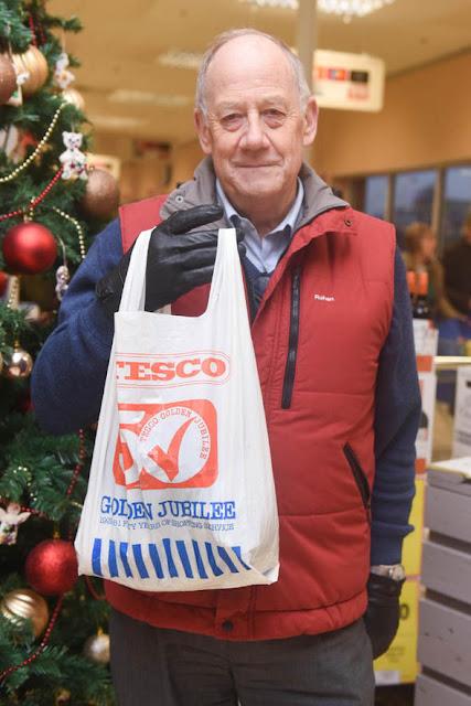 Kakek Ini Menggunakan Kantong Plastik Yang Sama Selama 34 Tahun