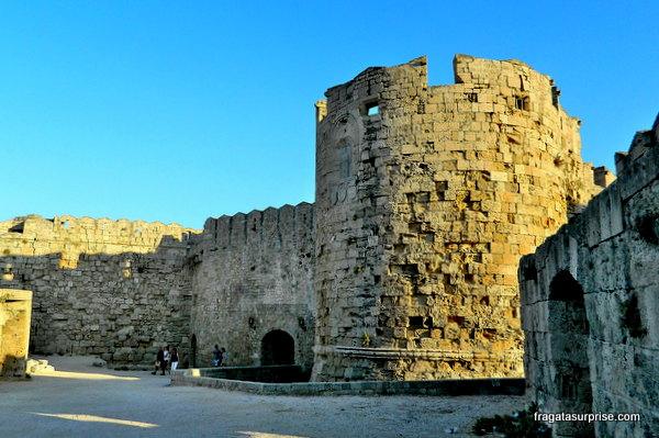 Porta Marina, na Cidade medieval de Rodes - Grécia