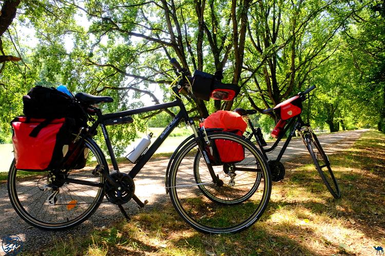 Le Chameau Bleu - Blog Voyage à Vélo Canal de l'Entre Deux Mers - arrdt dans le lot et Garonne