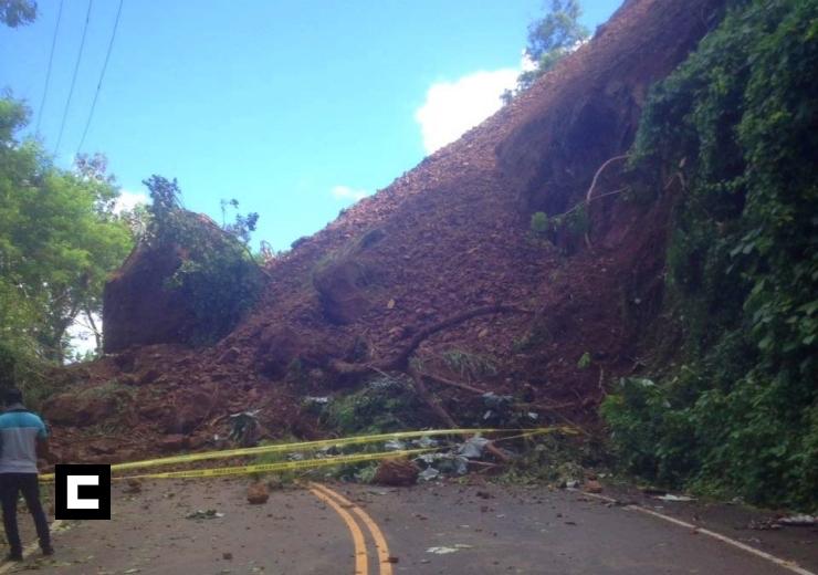 Derrumbe de tierra bloquea carretera Miches-El Seibo