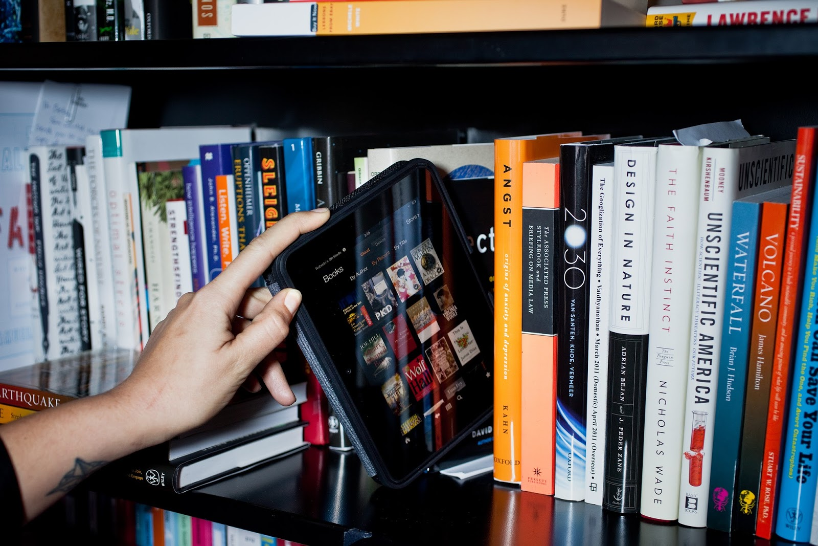 Cara Mendapatkan Buku Tanpa Keluar