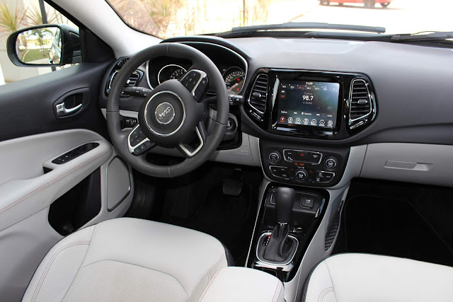Jeep Compass Limited 2018 - interior