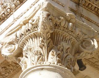 Capitel de una columna de Éfeso.