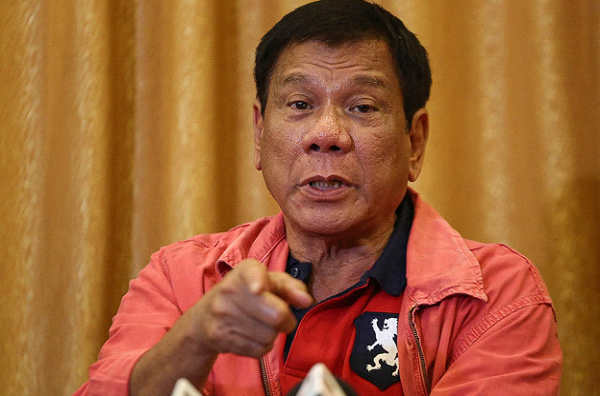 """No more pasyal-pasyal"" says Duterto to gov't employees"