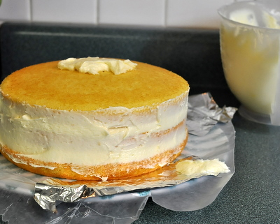 How to Frost a Layer Cake ♥ KitchenParade.com