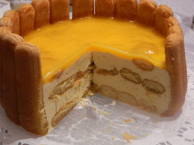 Tort  de piscoturi cu crema de mascarpone, mandarine si mango