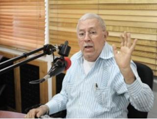 """El comunicador peledeista """"Alvarito Arvelo"""" continúa laborando pese a estar suspendido por la (CNEPR)."""