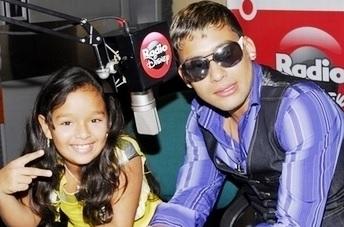 Foto de Makano y Josenid dando entrevista