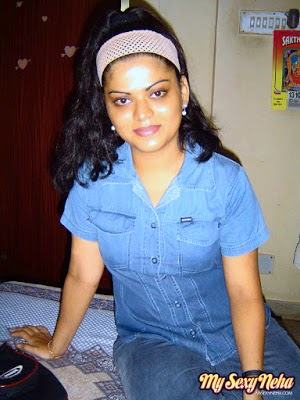 neha aunty in tight jeans