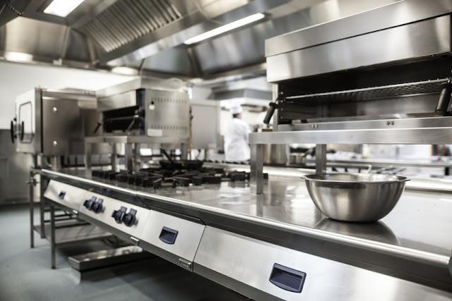Desain Kitchen Set dengan Bahan Stainless