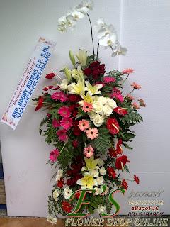 rangkaian bunga standing flower untuk ucapan selamat hari ulang tahun
