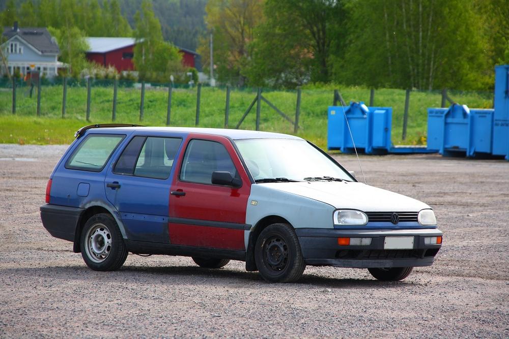 auton maalaaminen pensselillä