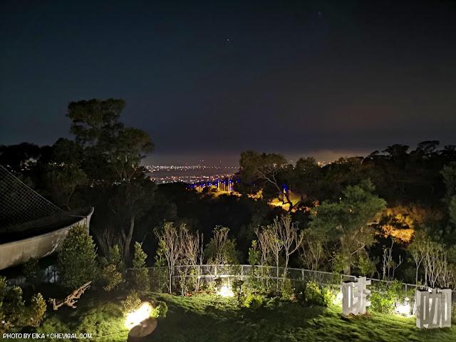 IMG 20180521 213739 - 大肚夜景餐廳│三森咖啡5月新開幕!藍色公路制高點,位置偏僻樹木有點多