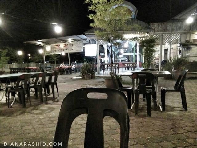 kedai makan di datraan Lang Langkawi