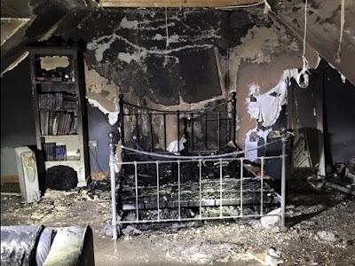 Fotografia do quarto incendiado devido ao telemovel
