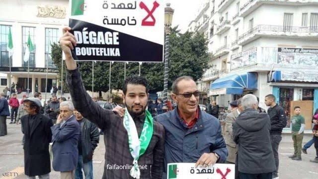 الحكومة الجزائرية تسعى لتقليل عدد المشاركين في مسيرات الجمعة