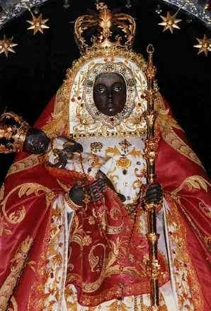 Foto de la Virgen de la Candelaria en Canarias (España) con el niño Jesús