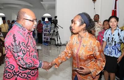 Lukas Enembe Salut Banyak Pelajar Papua Lulusan Luar Negeri