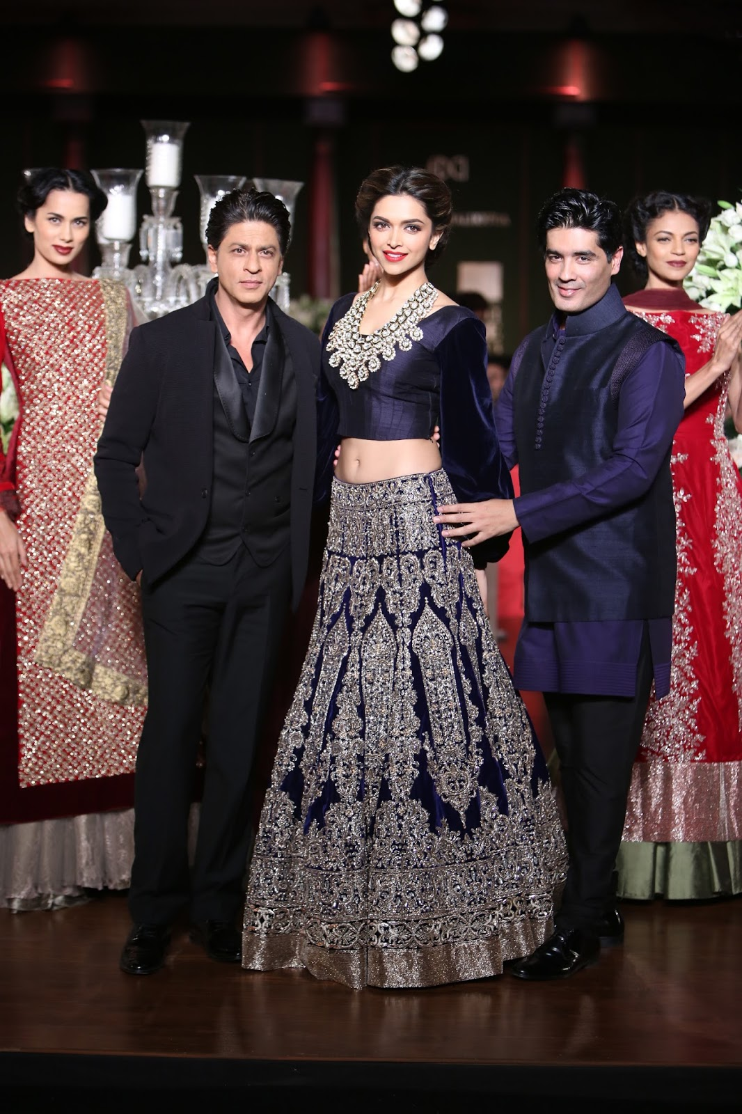 Manish Malhotra Latest Designer Saree Collection 2018 2019: Girl With The Blue Scarf: OOH-LA-LA: Shah Rukh Khan And