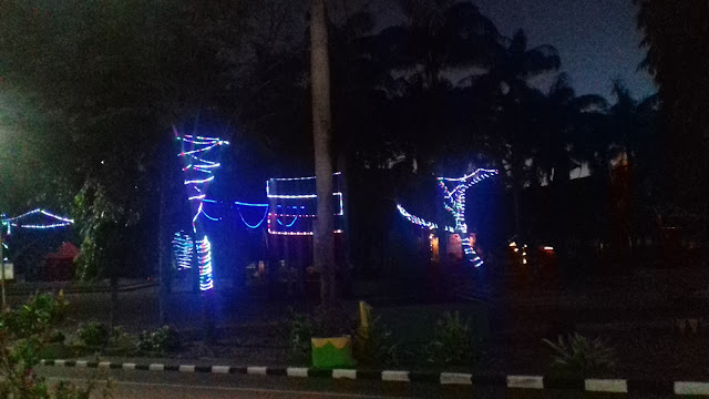 Cantik, Taman Kota Soppeng Dihiasi Lampu Warna Warni
