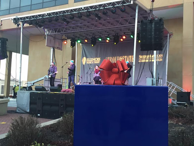 Stage entertainment at Stroll on State in Rockford, Illinois