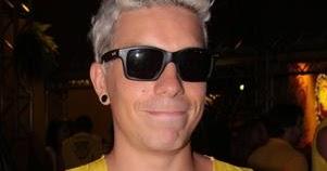 51b1b83059b61 Eu uso Óculos  Óculos dos Famosos - Di Ferrero